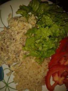 Salada de alface e tomate + omelete de sardinha + arroz integral